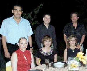 <b>24 de mayo </b> <p> Felipe y Georgina Cedillo, Juan y Laura Barrio, Ricardo y Dolores Moreno-cortar última pareja.