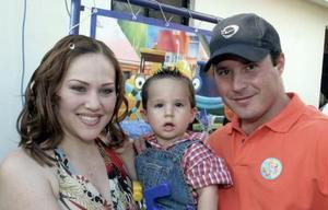 Maribel González y Ernesto Segura le organizaron una fiesta a su pequeño Ernesto Segura González.