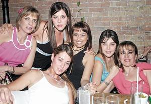 Marcela Humphrey, Silvia Dávila, Kuky Gutiérrez, Nidia Dávila, Martha Dávila y Bárbara Madero