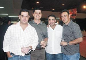 <I>UNA NOCHE DIVERTIDA</I><P> Nacho, Miguel, Fernando y Eduardo