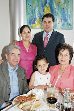 Jesús Campos, Alma Rosa de Campos, Alejandro Arzate, Alma Campos de Arzate y Andrea Arzate Campos