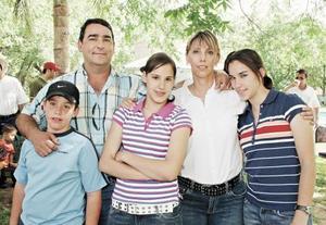 Eduardo Cepeda, Charito de Cepeda y sus hijos Eduardo, Rosario y Daniela