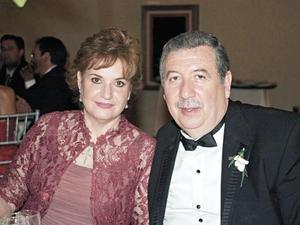 Ana María Martín de Rosas y Luis Rosas Macedo, padres de la novia