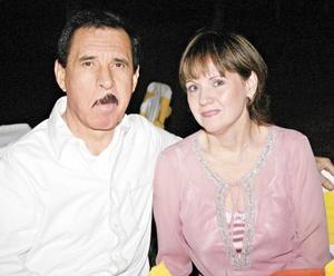 Ramón García y Gaby Garza de García
