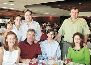 Cecy Royo y Fernando Royo, Guadalupe Domenzain de Royo, Alfonso Alarcón, Martha Dávila de Alarcón, Ana Almochantaf de Campos y Fernando Campos