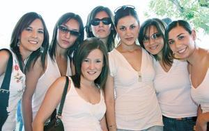 Paulina Delgado, Raquel Lavín, Celina Barrientos, Ale Aguilar, Karol Iza, Elena Siller y Arlette Maycotte