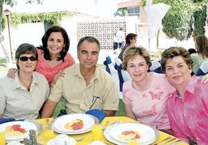 María del Carmen de Sesma, Marcela González, Eduardo Sesma, Malena de Sesma y Silvana Sesma de Ruiz