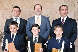 <I>HACEN SU PRIMERA COMUNIÓN </I><P> Ricardo y Rodrigo Segura, Francisco y Franz Von Bertrab y Manolo y Pablo Sesma