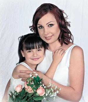 Mónica Aguilera de Rendón y su hija, Mónica Rendón Aguilera