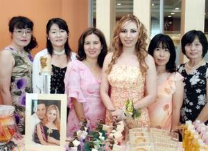 Emi Kudo, Akemi Okada, Jéssica Takiwaga, Ikuko Ojima y Kimiko Kikukawa, grupo de amigas que llegaron procedentes de Japón para compañar a Lorena Michel en su despedida de soltera.