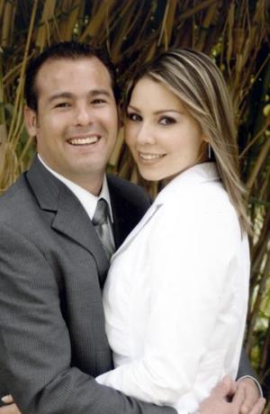 Javier Edgardo de Hoyos y Ofelia López Cortinas.