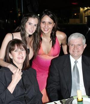 Gaby Rodríguez, Lorella Franco, Laura de Rodríguez y Alberto Rodríguez.