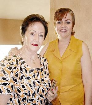 Sandy  G. de López y Ana Isabel de Mexsen.