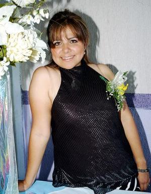 Claudia Ávalos recibió sinceras felicitaciones por su próximo matrimonio .