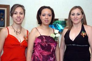 Odila Martínez acompañada por Marisela Ayala y Aracely Nava