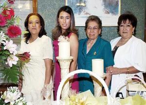 Vania L. Azuara Rojas en compañía de las organizadoras Patricia Rojas de Azuara, Guadalupe G. de Rojas y Mayela Rojas González