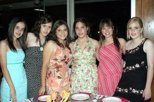 Adelina Pérez, Mariel Balandrano, Ana Cris Mendoza, Laura Garrido, Mariana González y Emma Negrete.