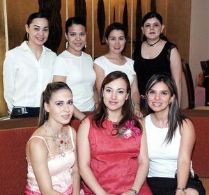 Laura Garnier de Olmos, Lilia de Gutiérrez, Alejandra de Carbajal, Beatriz Wong, Susana Silos y Silvia de Segura le organizaron una fiesta de canastilla a Rocío Vázquez de Gamboa en honor a su bebé .