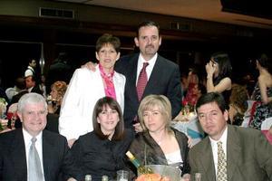Martha G. de Madero, Alberto Rodríguez, Laura G. de Rodríguez, Gabriela S. de Gutiérrez y Alberto Gutiérrez, en pasado festejo social.
