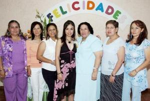 Myrna Pérez López acompañada de sus familiares.