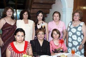 Numerosas felicitaciones recibió Myrna, de parte de sus invitadas