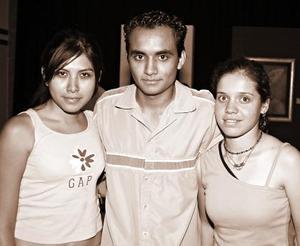 Mónica Cervantes, Román Delgado, y Natalie Sánchez.