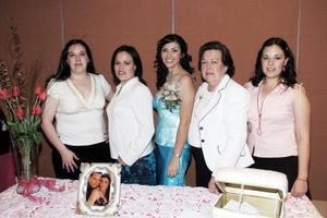María del Consuelo Agüero de Castañeda, Lucía Castañeda, Alejandra Castañeda y Marcela Castañeda, le ofrecieron una despedida de soltera a María Elena Villalobos
