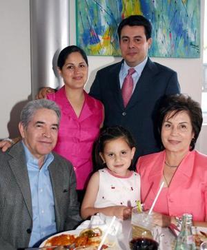 Jesús Campos. Alma Rosa de Campos, Alejandro Arzate, Alma Campos de Arzate y Andrea Arzate de Campos