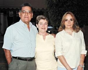 Miguel Hiróy, Luzma Villalobos y Celia González.