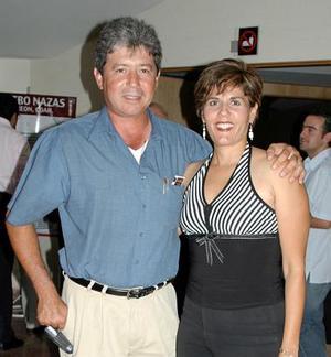 Guillermo Saldaña Wolff y Lorena Dávila de Saldaña.