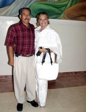 Javier de la Torre y Edna Anderson de De la Torre.