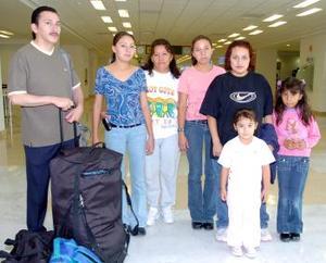 <b>30 de mayo </b><p> María Concepción Ramírez y Andrea Valenzuela viajaron a Tijuana y fueron despedidos por la familia Ramírez Vargas