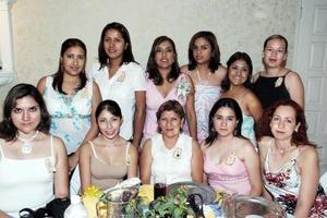 Claudia Magdalena Banda Morales recibió múltiples felicitaciones, en el festejo pre nupcial que se le ofreció en días pasados, ya que el próximo cinco de julio contraerá matrimonio .