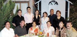 Itzel Alonso Prieto y Aldo Ganem Ortega disfrutaron de una despedida de solteros junto a la Comunidad de Betania.
