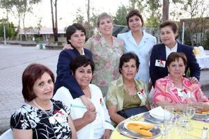 <b>29 de mayo </b> <p> Yolanda Carrillo, Rosario Torres, Carmen Salmón,Chagua Sánchez, Hermana  Margarita, Marisela García, Elsa Saavedra y Hermana Rosario.