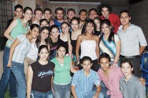<b>30 de mayo </b> <p> Con motivo de su cumpleaños Natalia Maúl Núñez y Montserrat Vázquez Ávila disfrutaron una agradable reunión en compañía de sus amigos