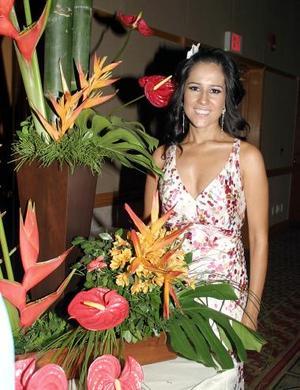 <b>31 de mayo </b><p>  Bertha Aguilera Morales en su despedida de soltera.