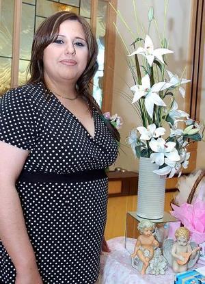 Por el próximo nacimiento de su bebé, Ángeles González de Castro disfrutó de una fiesta de canastilla.