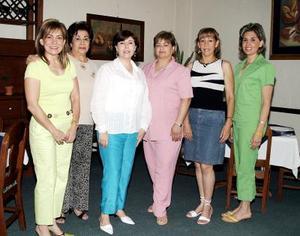 <b>31 de mayo </b> <p>  Linda de Rodríguez, Martha de González, Maru de Kort, Lourdes de Álvarez, Rosy de Torres y Coty de Mery, del Club de Jardinería Alhelí