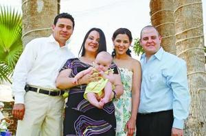 Fernando Pedroza, Claudia Villalobos de Pedroza, César Villalobos, Mónica Martínez de Villalobos, y la pequeña Valeria