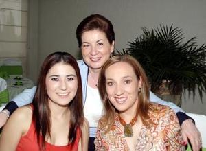 María Elena  García de Borbolla, con sus hijas Malena y Ana María Borbolla.