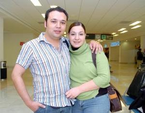 Humberto Barbachano y Luisa Dabdoub viajaron con destino a París.