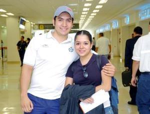 <b>31 de mayo </b><p>  Nidia Barbachano viajó a París y fue despedida por Javier Carrillo.