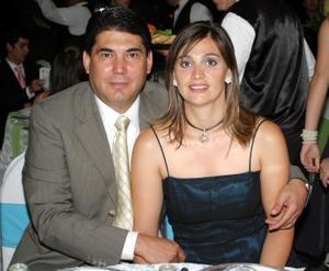 <b>01 de junio</b><p> Luis Felipe y Marcela Cantú, en una recepción.