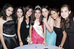 La princesa Daniela junto a sus amigas.