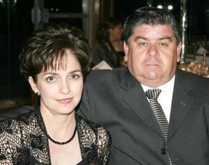 Adriana S. de Niño de Rivera y Carlos Niño de River en reciente festejo social.