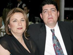 Alicia de López y Gerardo López.