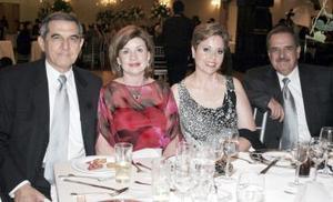 Eduardo Murra, Nuy Farrus de Murra, Loli Gómez de Fernández y Alfonso Mendoza .