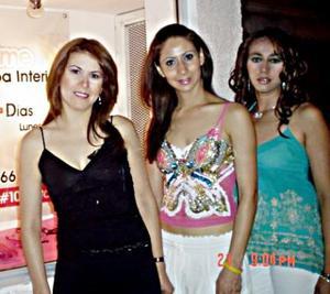 Graciela Alonso, Yolanda y Marissa Mendoza, en pasado acontecimiento social.