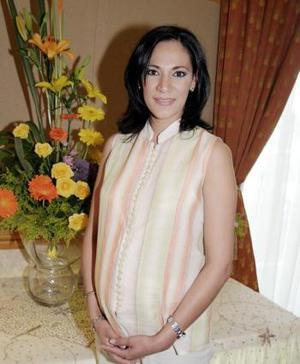 <b>03 de junio </b><p> Mavis Gurrola de Garza disfrutó de uan bonita fiesta de canastilla.